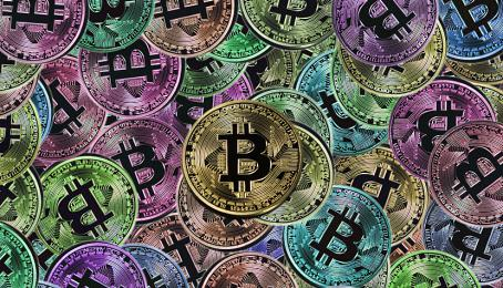 Farbige Bitcoin-Illustrationen.