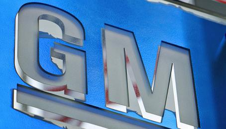 Logo von General Motors in Detroit, Michigan.