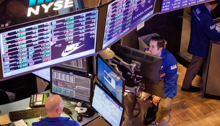 Trader in der Börse an der Wallstreet in New York.