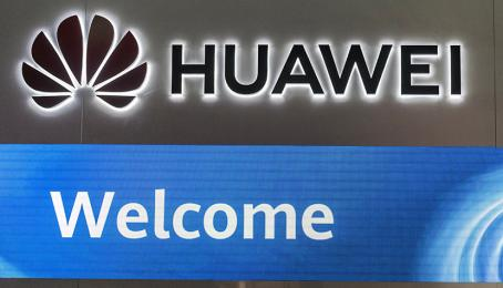 Huawei-Logo am Executive Briefing Center in Peking.
