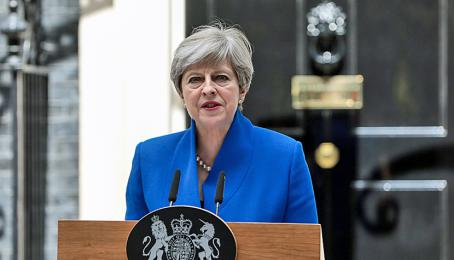 Theresa May, britische Premierministerin, vor der Downing Street in London.