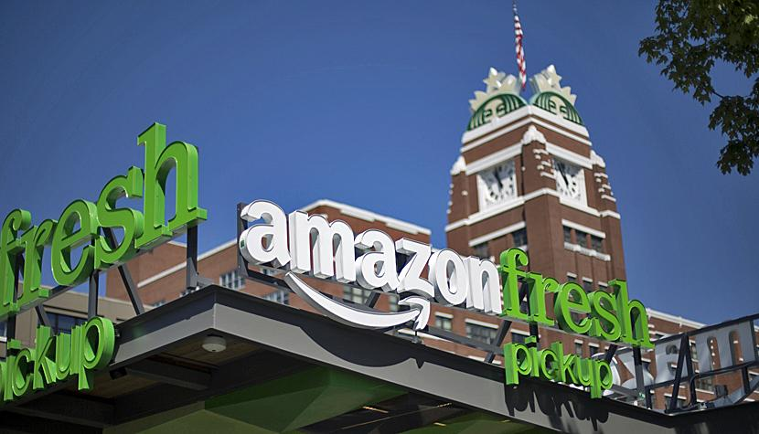 Gleich um 13 Prozent wächst der Wert des Onlinehändlers Amazon am Freitag an der New Yorker Börse (im Bild ein Amazon-Fresh-Pickupkiosk in Seattle, Washington).