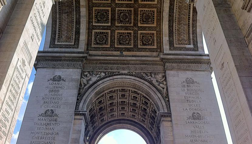Bögen des Arc de Triomphe in Paris.
