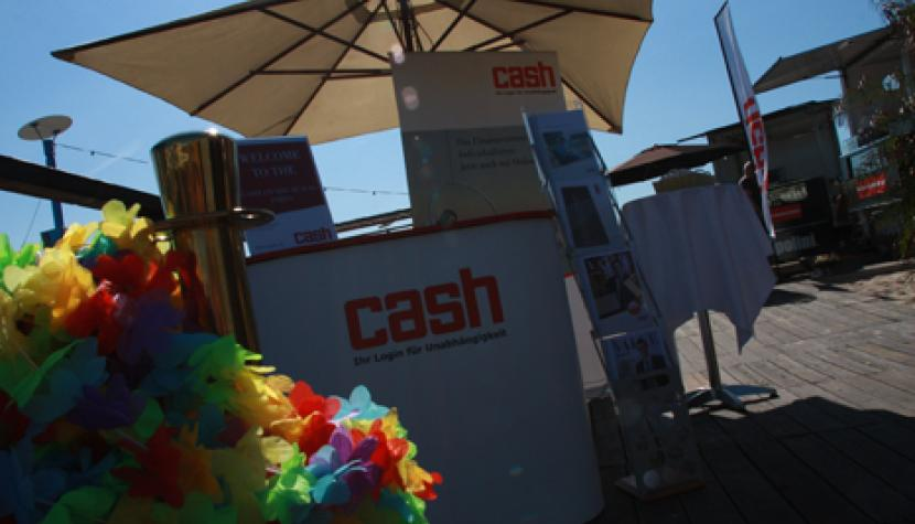 Mit cash on the beach