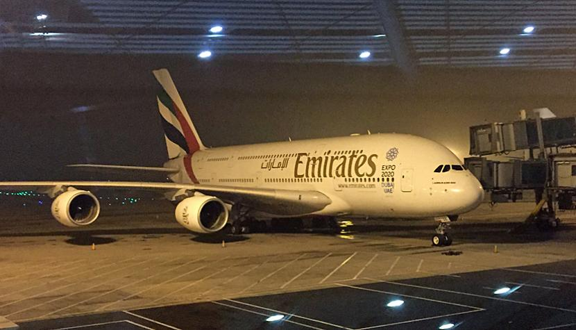 Airbus A380 von Emirates am internationalen Flughafen in Peking.