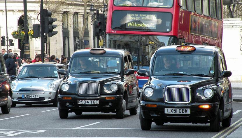 Londoner Taxis, so genannte «black cabs».