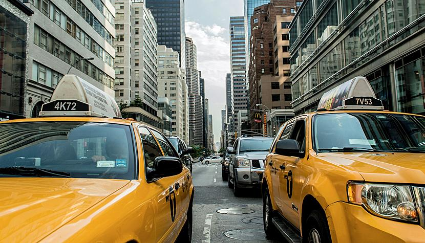 New York ist das Nervenzentrum des US-Aktienmarktes: Yellow cabs in Manhattan.