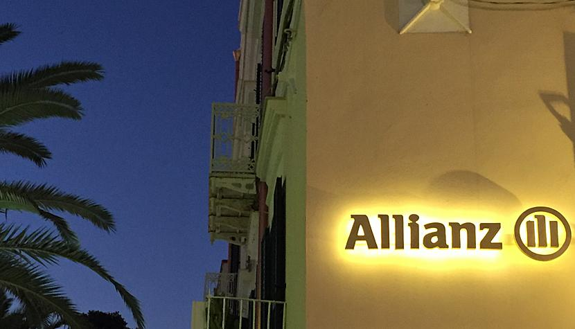 Filiale der Allianz-Versicherung in Vieste, Italien.